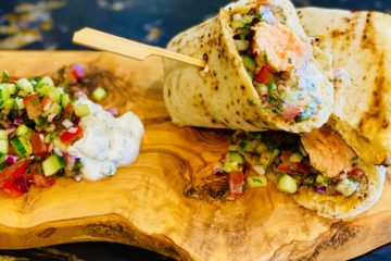 Tandoori Salmon Naan Wrap Recipe - The Food Beaver